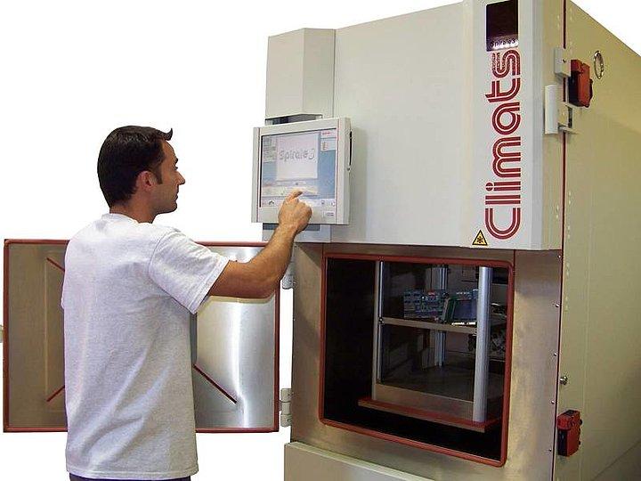 Teplotná šoková komora Climats SCAL pri testovaní